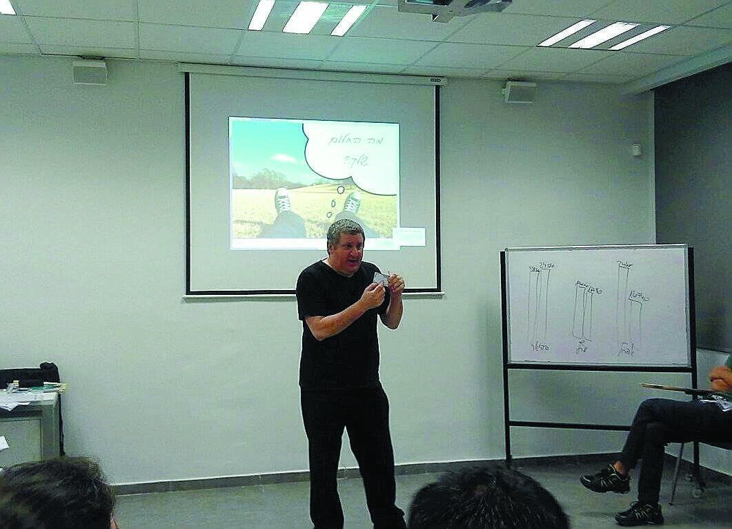 הרצאה במועדון הכלכלי. צילום באדיבות עיריית הרצליה
