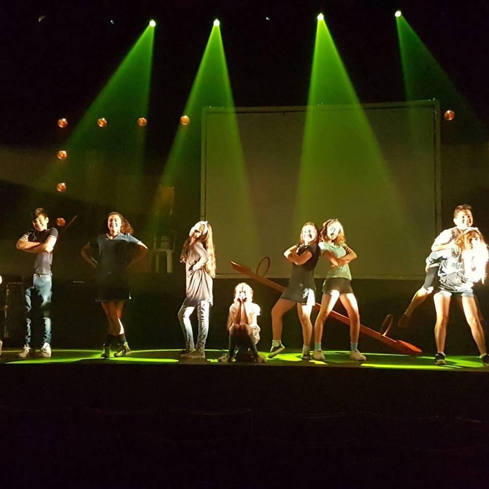להקת על הבמה בטקס בתיאטרון הבימה. צילום: התיאטרון העירוני הרצליה