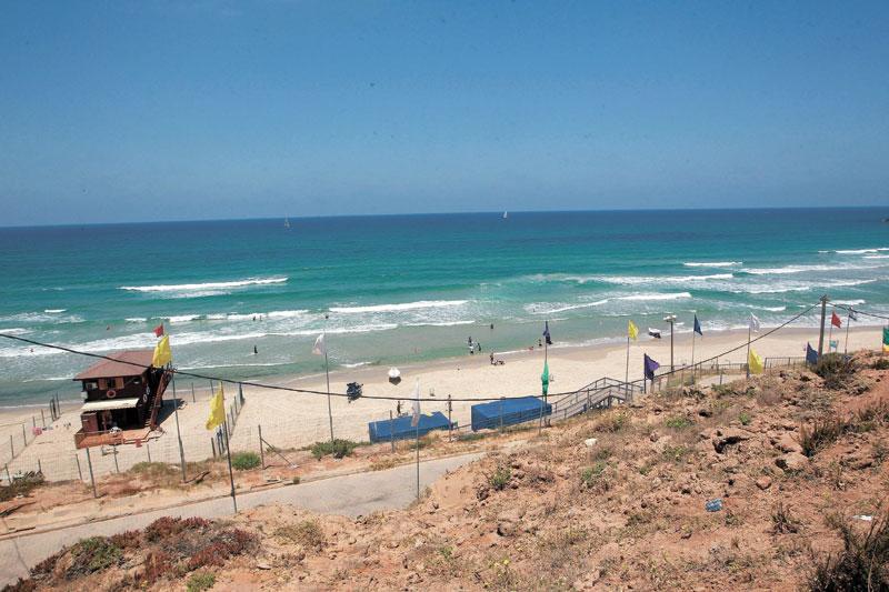 החוף הנפרד. צילום: עזרא לוי