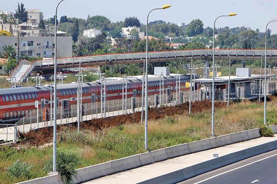 תחנת הרכבת בהרצליה. צילום: ניר קידר