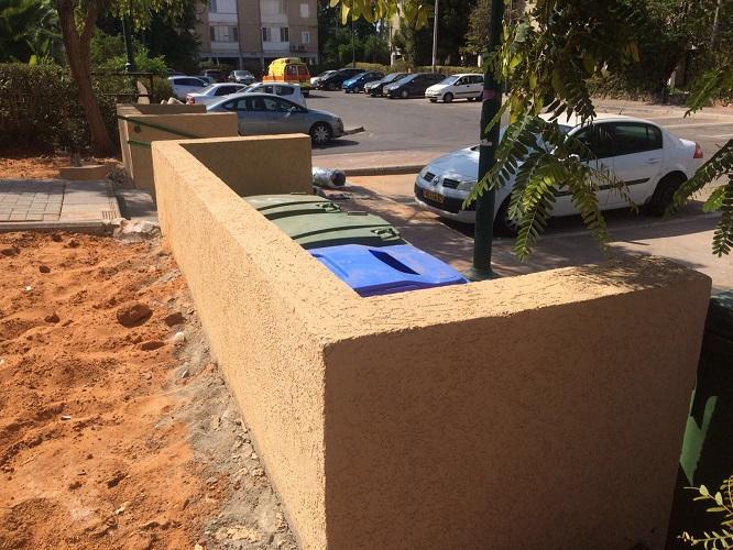 עמדת הפחים החדשה בחצר הבניין ברחוב זיסו 5. צילום: עמית ברגיגי