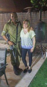 ענת עמירה ובנה החייל. צילום: אלבום פרטי