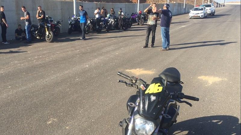 פעילות המשטרה להורדת האופנועים באיילון. צילום: דוברות המשטרה