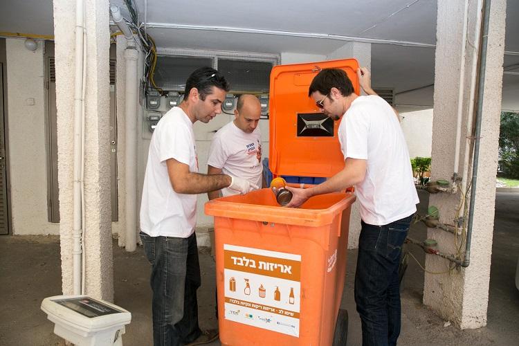 בדיקת פח מחזור במהלך התחרות בשנה שעברה. צילום: עיריית הרצליה