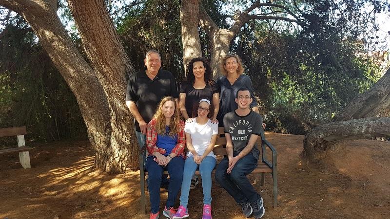 מימין: ריקי ויותם שניידר, קרן ושני פלג, רון ושני קלגסבלד. צילום פרטי