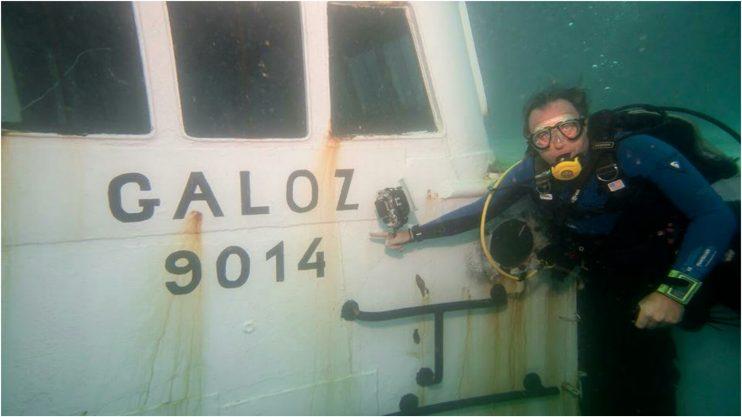 """הטבעת מכמורתן """"גלעוז"""" מול חופי הרצליה צילום: אורן קליין"""