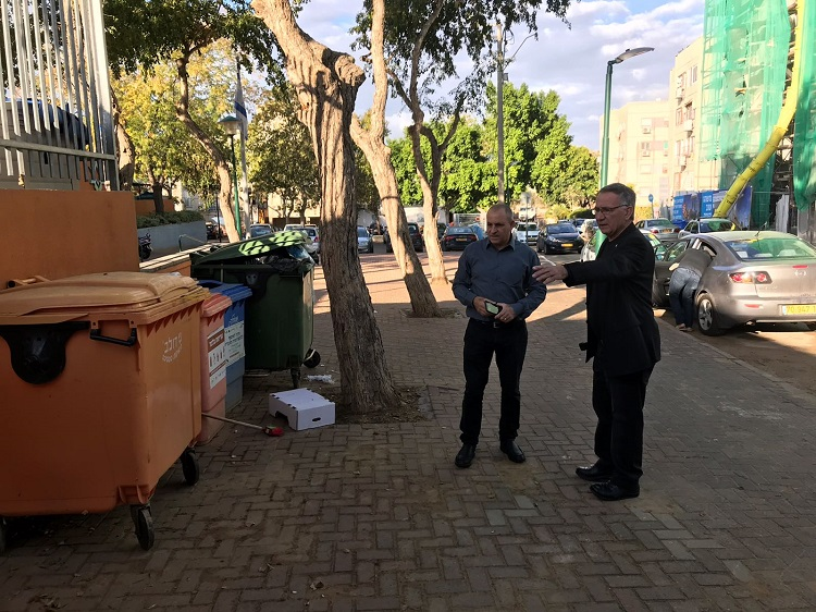 ראש העיר פדלון בנווה ישראל. צילום: אסף אמר