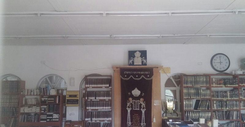 התיקון שנעשה בתקרת בית הכנסת הגדול בהרצליה. צילום פרטי