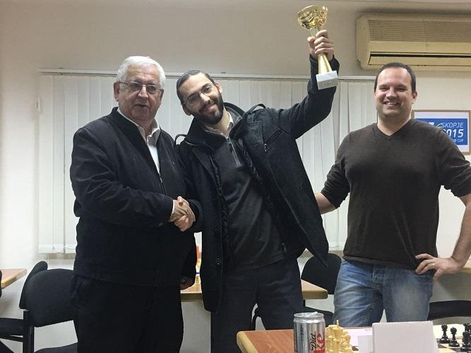 המנצח גבריאל פלום (במרכז). צילום באדיבות מועדון שחמט הרצליה