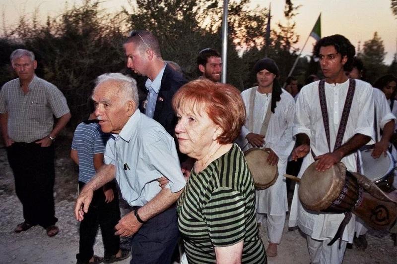 עם ראש הממשלה בעבר, יצחק שמיר