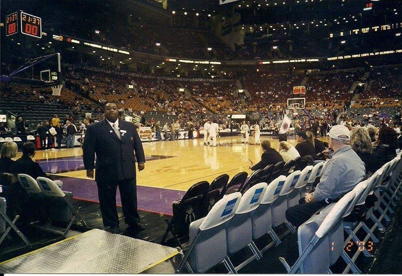 """תוקעים בשופרות באולם קבוצת ה-NBA טורונטו רפטורס, באירוע שנערך שבוע לאחר מותו של אילן רמון ז""""ל"""