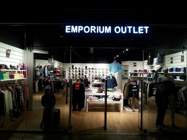 חנות אמפוריום באאוטלט עזריאלי הרצליה. צילום: אסף לוי