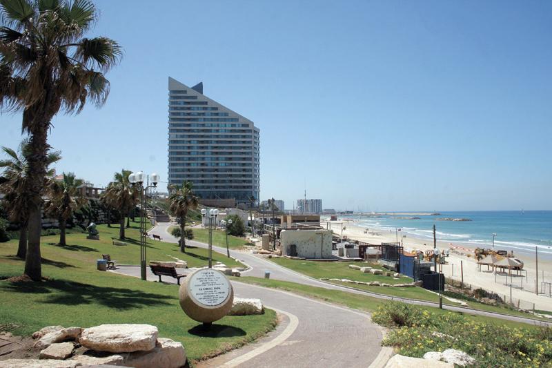 חוף זבולון הרצליה. צילום עזרא לוי