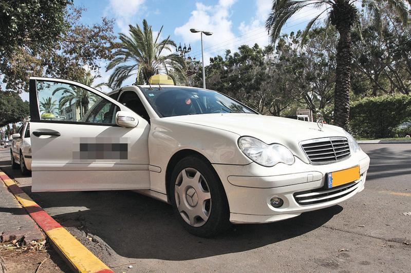 מונית. צילום עזרא לוי