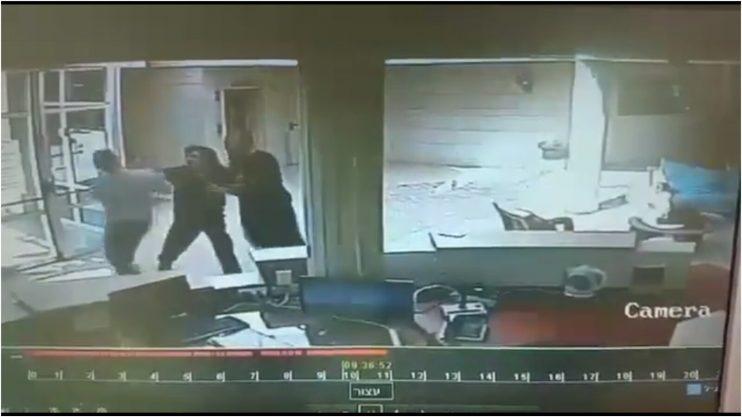 מתוך תיעוד התקיפה בבניין המרינה בהרצליה