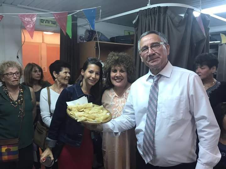 עליזה כהנא עם ראש העיר משה פדלון וסגניתו מאיה כץ
