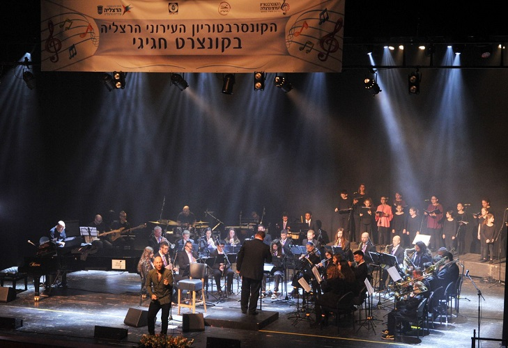 רמי קליינשטיין בהופעה עם הקונסרבטוריון העירוני. צילום: ג'קי רבינוביץ'