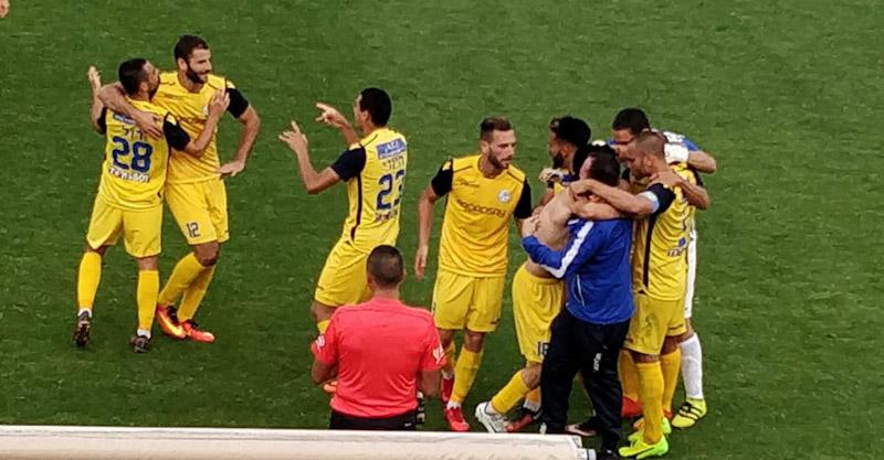 שחקני מכבי הרצליה חוגגים את הניצחון. צילום באדיבות מכבי הרצליה