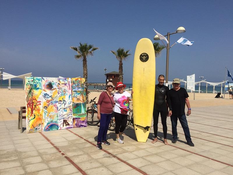 אמני הרצליה בהומאז' לחוף הים. צילום: אמני הגלריה העירונית הרצליה