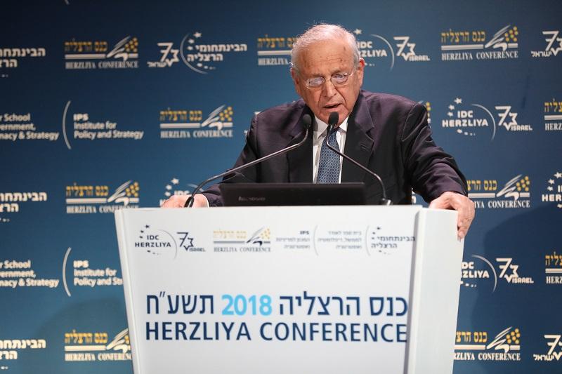 פרופ' אוריאל רייכמן בכנס הרצליה. צילום: גלעד קוולרצ'יק