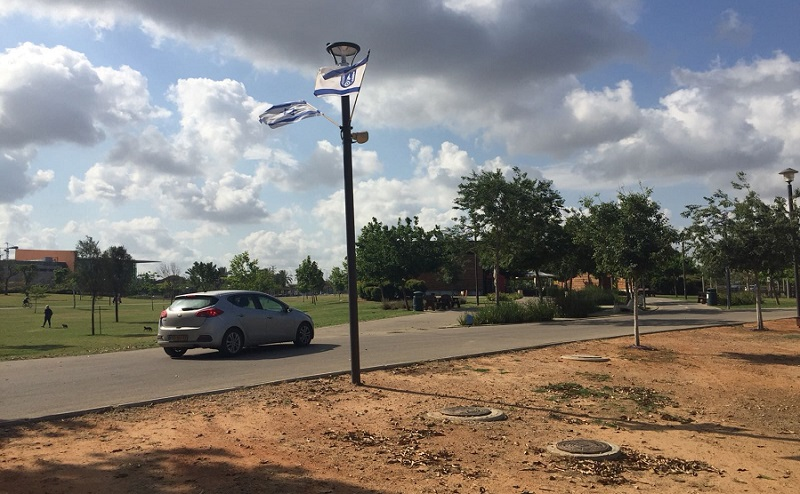 מכונית בשטח פארק הרצליה