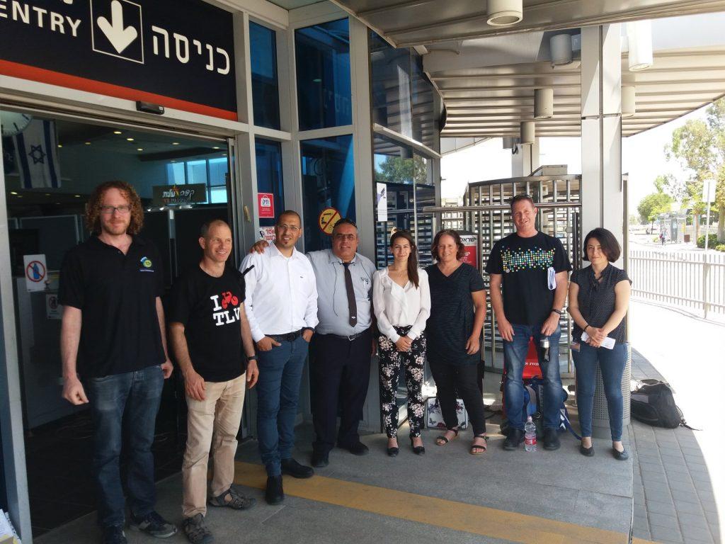 סיור של נציגי ארגוני התחבורה בתחנת הרכבת בהרצליה