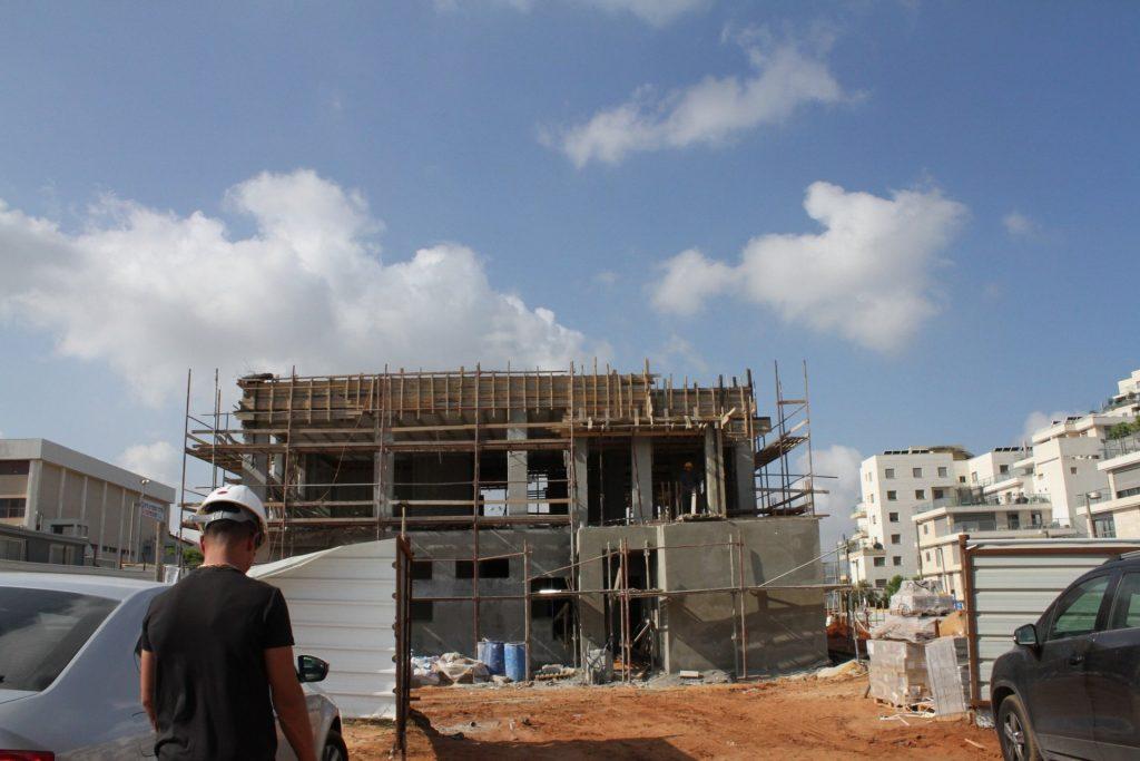 עבודות ההקמה של בית הספר יצחק נבון בהרצליה. צילום עיריית הרצליה