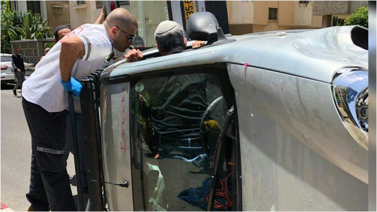 תאונה בפינת הרחובות לנצט והס בהרצליה. צילום דדי טטרו