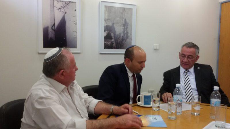 וייס (משמאל), בנט ופדלון בפגישתם לפני שבועיים