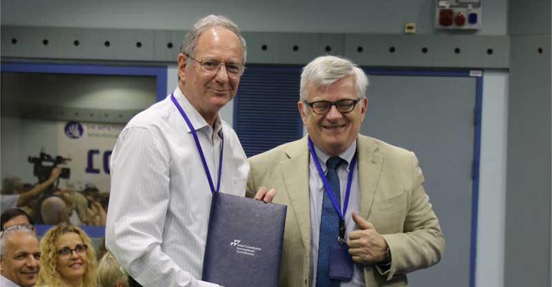בתמונה: פרופסור עמירם כץ עם ראש צוות הבודקים, אנריקו בלדנטוני. צילום: דוברות בית לוינשטיין