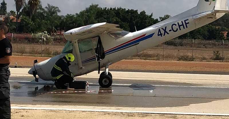 המטוס אחרי הנחיתה הקשה. צילום: אוריה וענונו