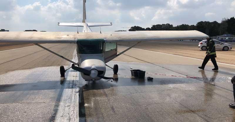 המטוס התקוע על המסלול. צילום: אוריה וענונו