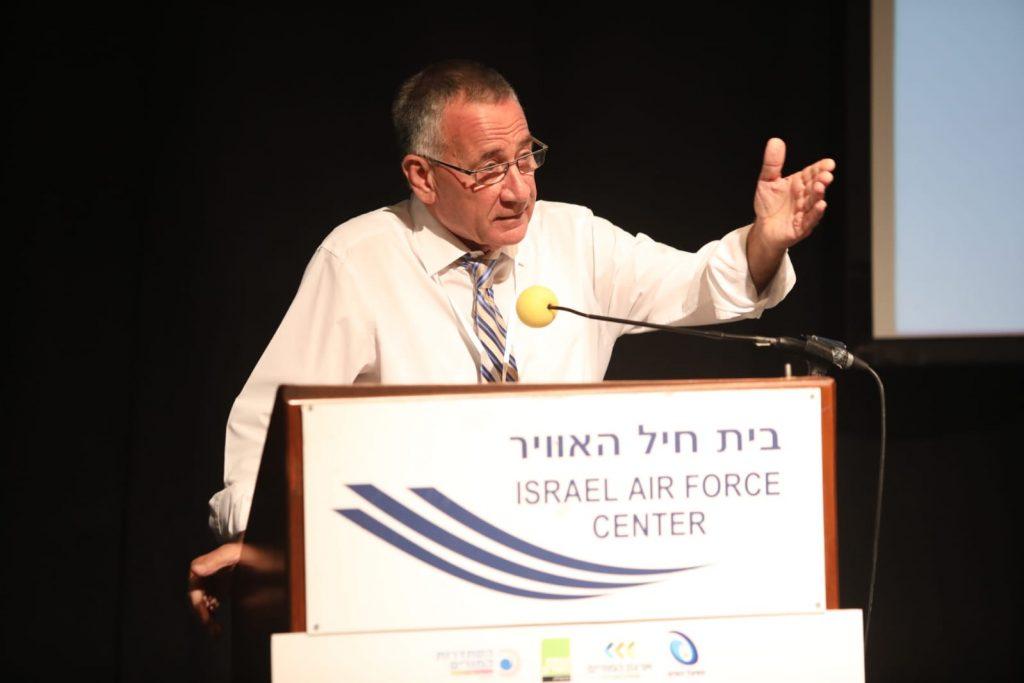 משה פדלון בועידת החינוך. צילום עזרא לוי