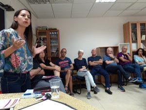 מאיה כץ במפגש בהרצליה הצעירה. צילום ישראל כספי