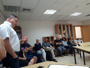 איל פביאן במפגש בהרצליה הצעירה. צילום ישראל כספי
