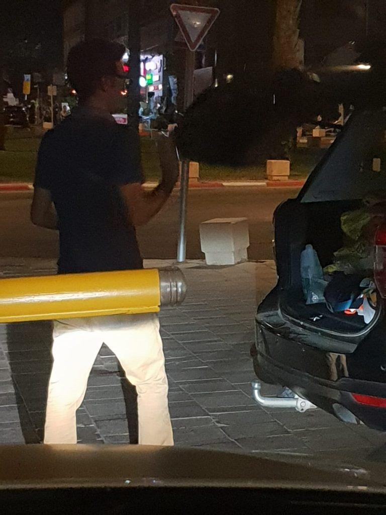 יעקובוביץ' ליד רכבו