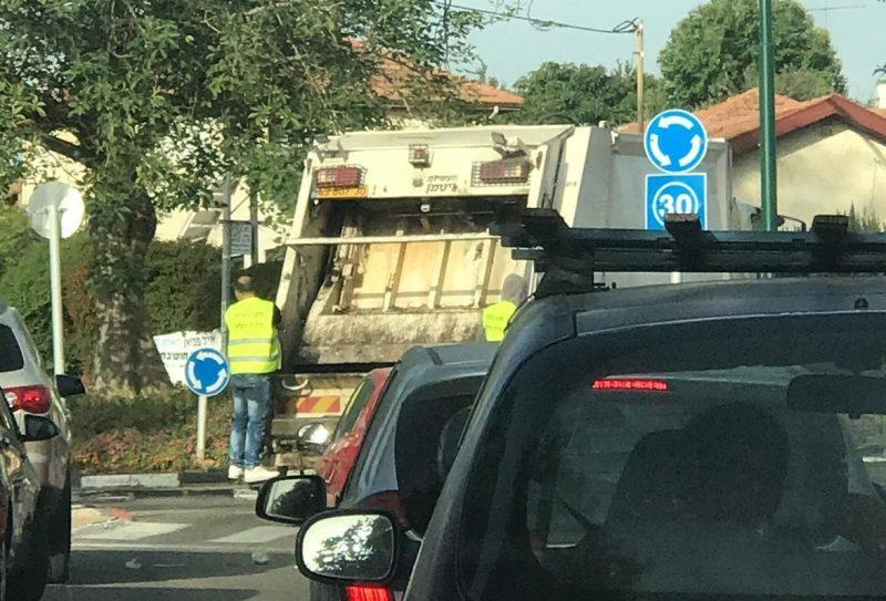 משאית זבל בהרצליה
