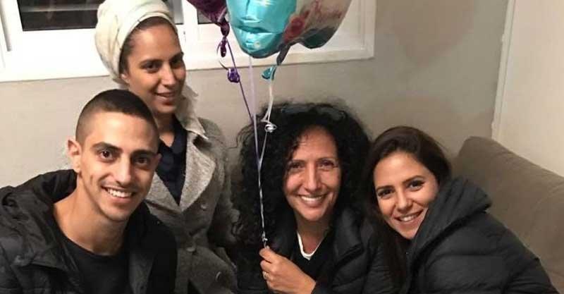 מימין לשמאל: ירדן האחות, האמא אושרת, האחות עדי ועדן