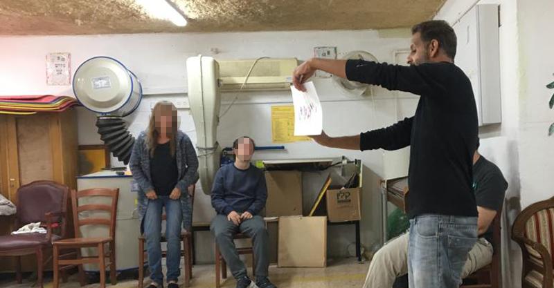 """המועדונית של אקי""""ם במקלט בנווה ישראל"""