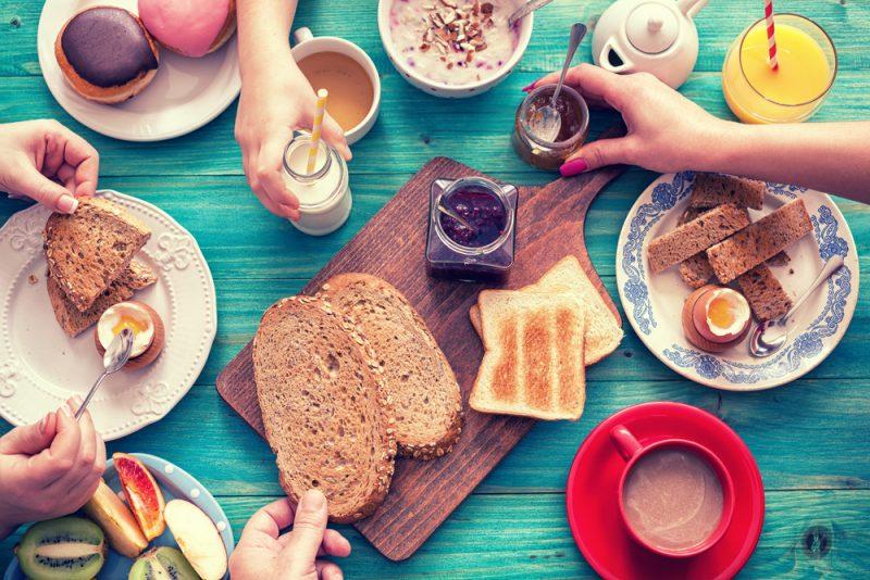 ארוחות בוקר בשרון. מאגר תמונות Shutterstock