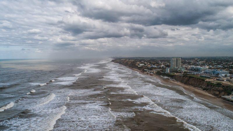 סערה בקו החוף של הרצליה. צילום ליאור קפלן