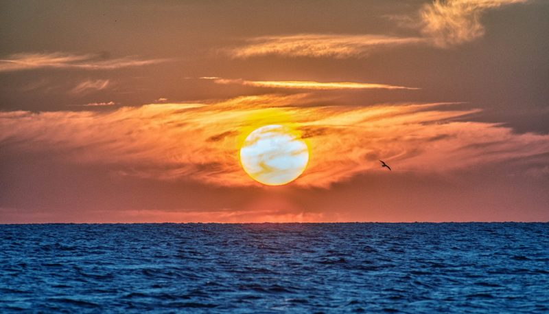 שקיעה מול חוף אפולוניה. צילום ליאור קפלן