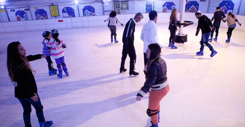 מתחם ההחלקרח בלונה פארק. צילום תומר אפלבאום