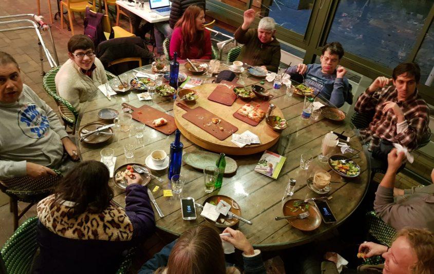 חברי המועדון של אקים בפעילות בקפה גן סיפור ביום חמישי שעבר