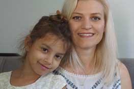 קטיה אגסי ובתה, צילום דר רבקה הלל לביאן