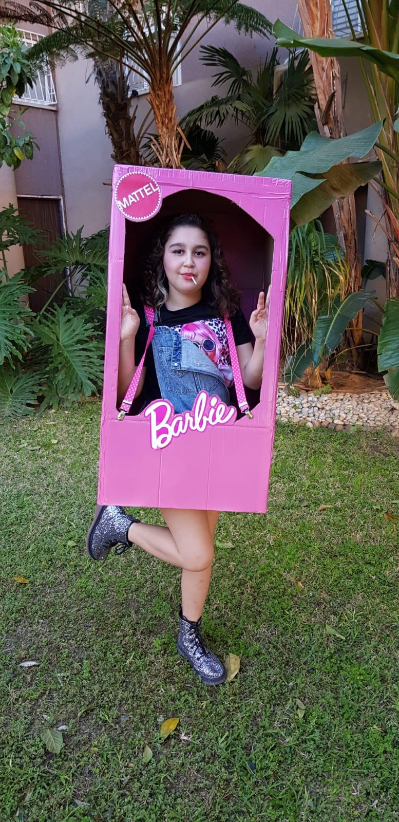 ליה עומר מכיתה ה׳ בבית הספר אלון, התחפשה לברבי בקופסה
