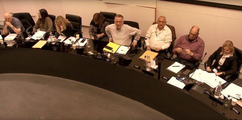 פדלון בישיבת המועצה אתמול. צילום מתוך סרטון הוידאו של ישיבת מועצת העיר