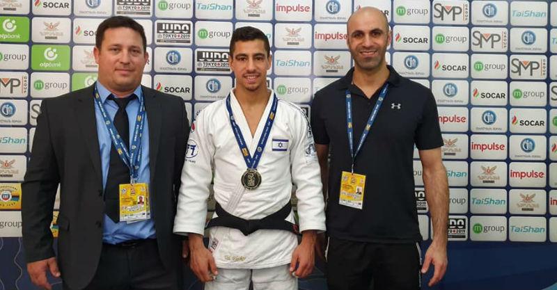 פליקר עם המדליה. צילום באדיבות איגוד הג'ודו