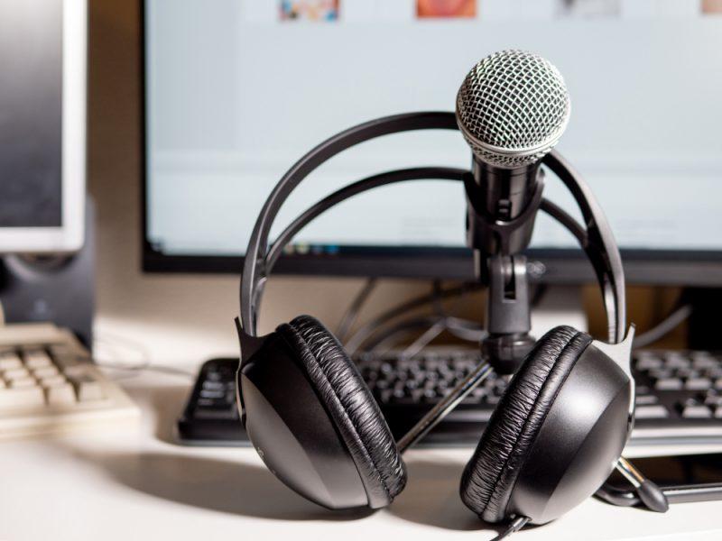 ניר סלע - שירותי הקלטה ותמלול. תמונה ממאגר Shutterstock