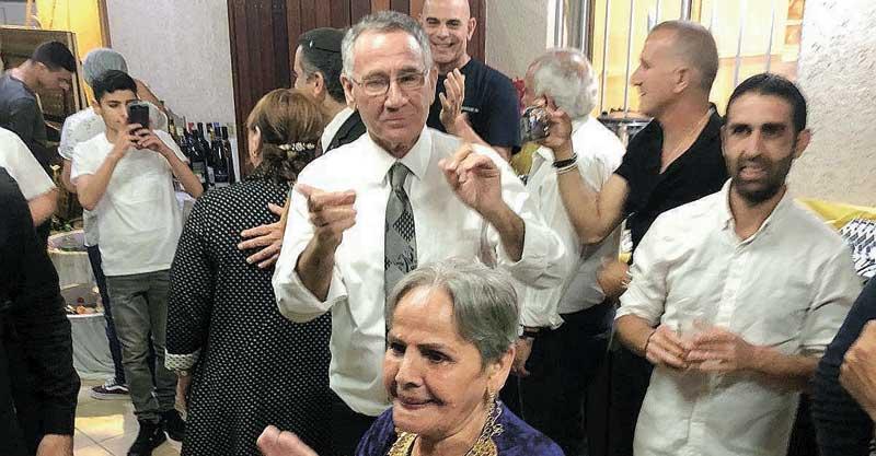 משה פדלון בחגיגות המימונה אצל משפחת חיים